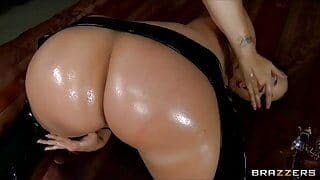 Brazzers – Spandex clad Kelly Divine oils up her big-ass